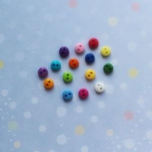 Набор пуговки-круглые маленькие 2 отверстия микс 6 мм, 15 шт.