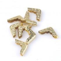 Уголок металлический с античным рисунком, цвет золото, 15х15 мм., 1 шт.