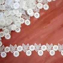 """Кружево белое """"Два цветочка и листики"""", ширина 5,5 см, отрез 30 см (6 элементов)"""