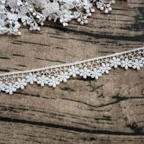 """Кружево """"Цветочная волна"""" ширина 2,7 см, белое (ближе к молочному), отрез 45 см"""