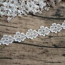 "Кружево ""Цветок 5 лепестков""ширина 4,5 см, белое (ближе к молочному), отрез 45 см (9 цветов)"