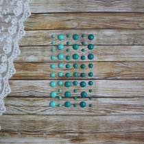 Эмалевые точки (дотсы) глянцевые, бирюзовый-зеленый-морской, на подложке 54 штуки, размер 4-8 мм.
